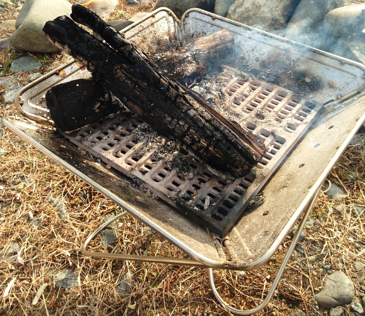 スノーピーク焚き火台Lと薪クラブのナラ薪