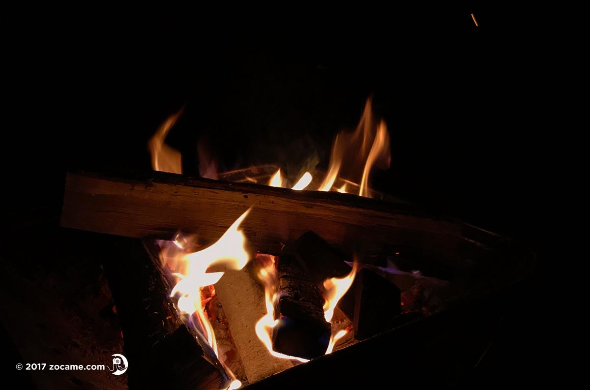 本栖湖キャンプ・焚き火の一時