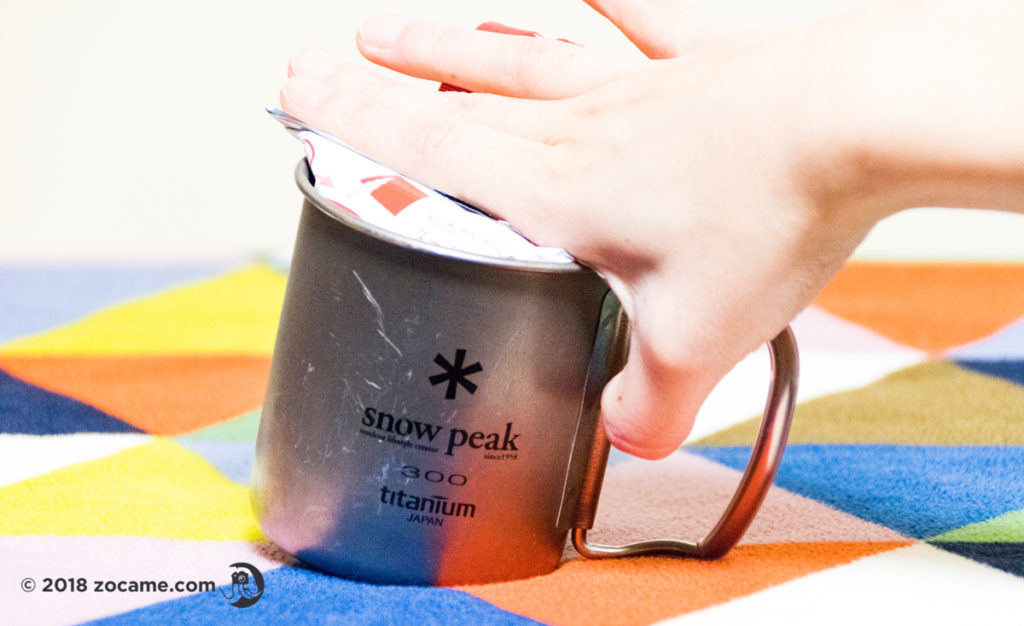 登山に使っているシングルマグ300に日清 お椀で食べるカップヌードルを入れてみたぴったり!