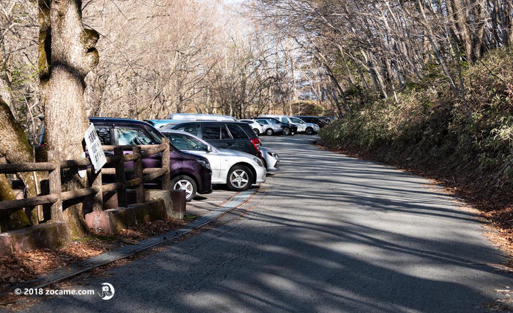 上日川峠のロッジ長兵衛付近にある駐車場
