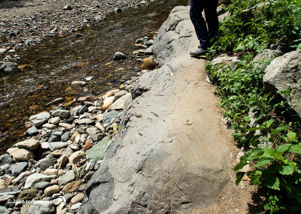青森県暗門の滝へ向かう歩道
