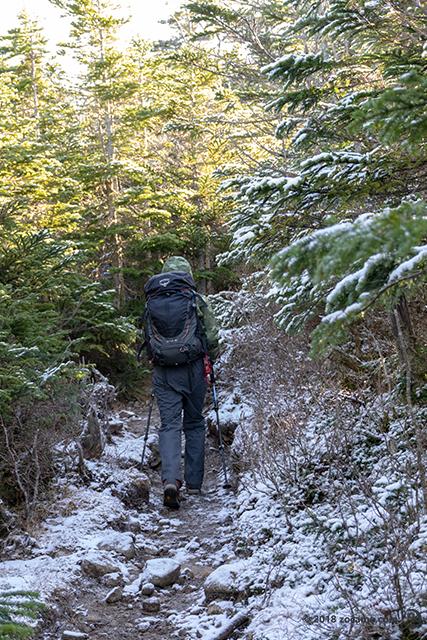 西天狗岳・東天狗岳へ!登山道に雪が少し