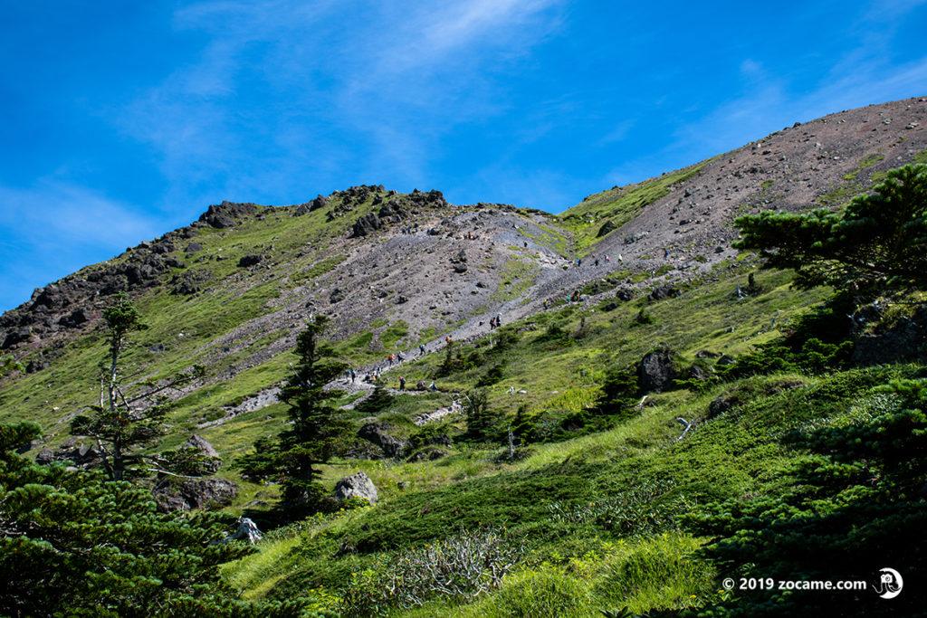 お盆の日光白根山登山道の様子